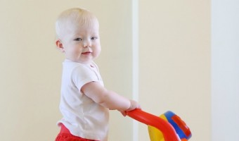 Benefits of the Push Toy Before Walking – A Physical Therapist Perspective