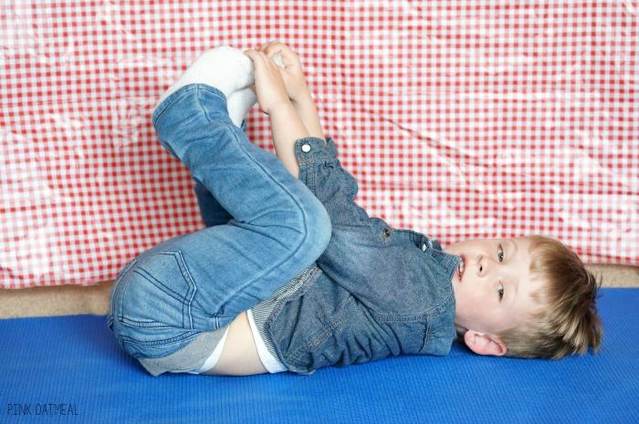 Farm yoga and movement ideas. Great for kids yoga, brain breaks, or a great farm themed activity!