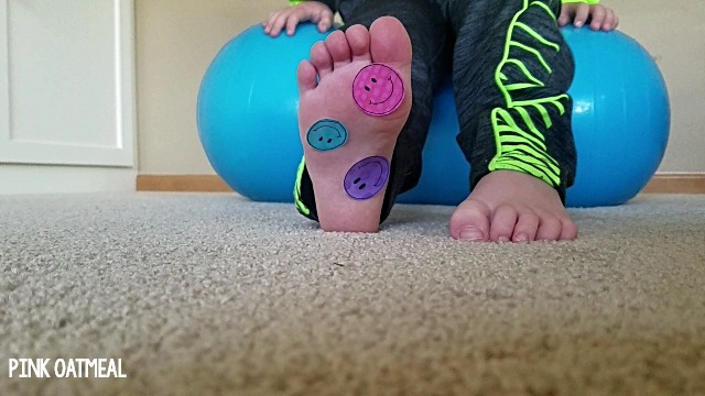 School Based Physical Therapy Ideas Core Strength - Stability ball activities that use stickers. What a fun way to combine gross motor and fine motor. Perfect for occupational therapy or physical therapy!
